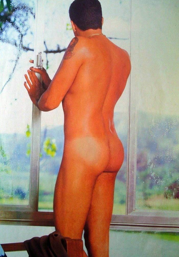 Cantor Latino pelado na revista G Magazine