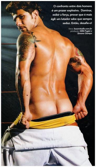 Wlademir Bravo pelado mostrando o pau duro em ensaio sensual