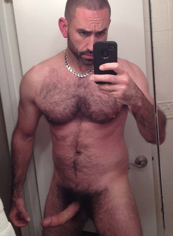 Fotos de homens normais pelados mostrando o pinto