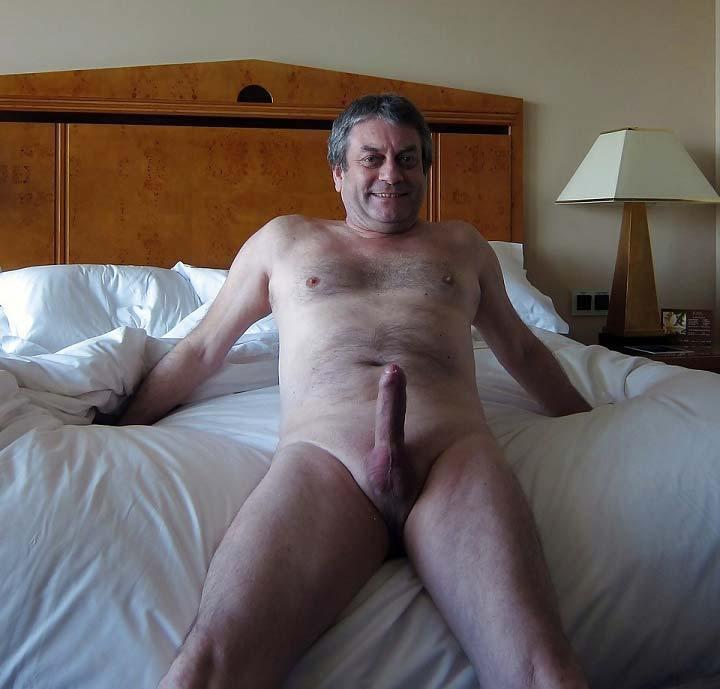 Fotos de homens velhos pelados mostrando a pica