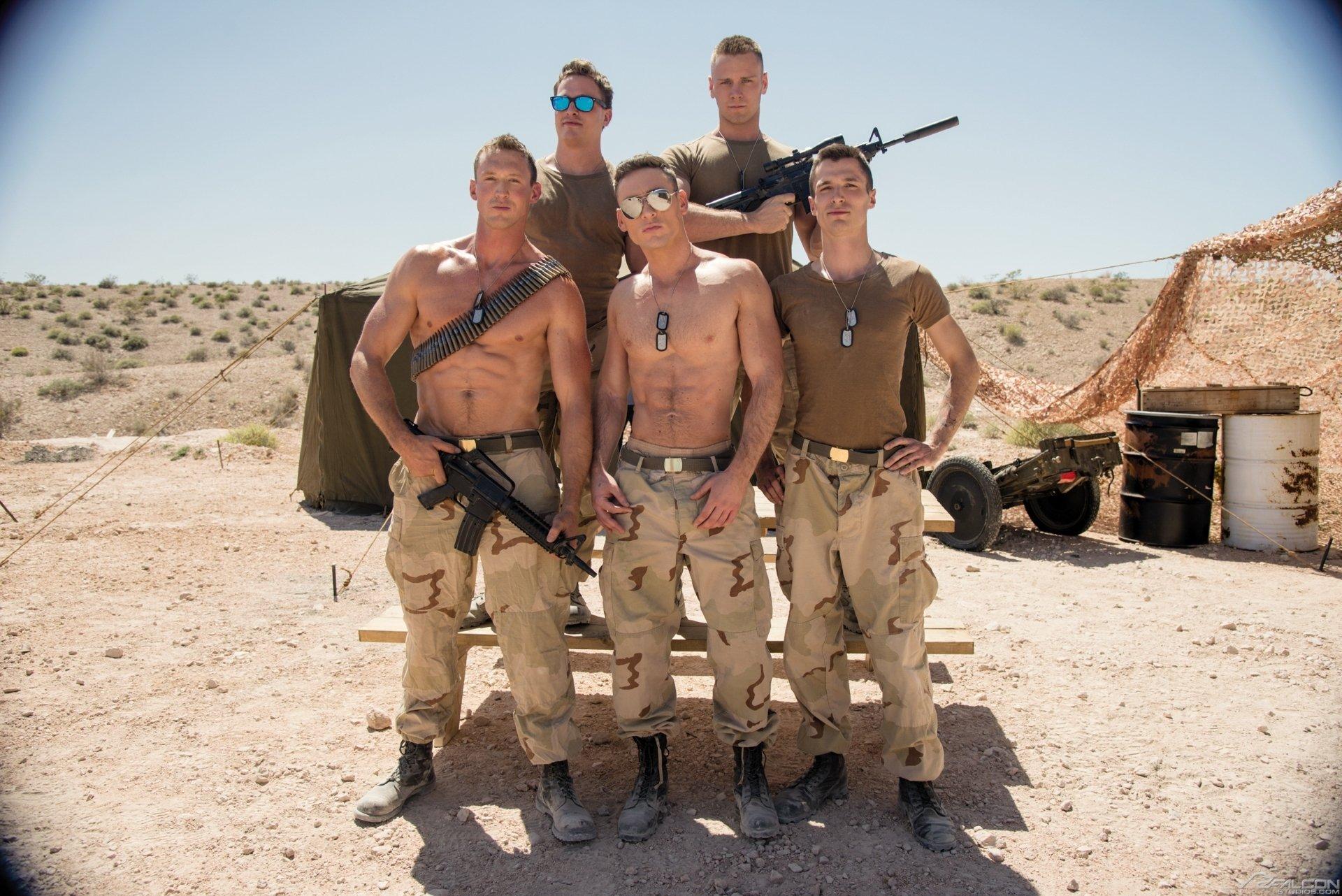 Militares gostosos pelados mostrando seus pintos duros